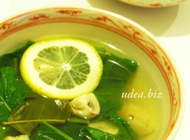 カー(ガラングル)とレモングラスのクリアスープ